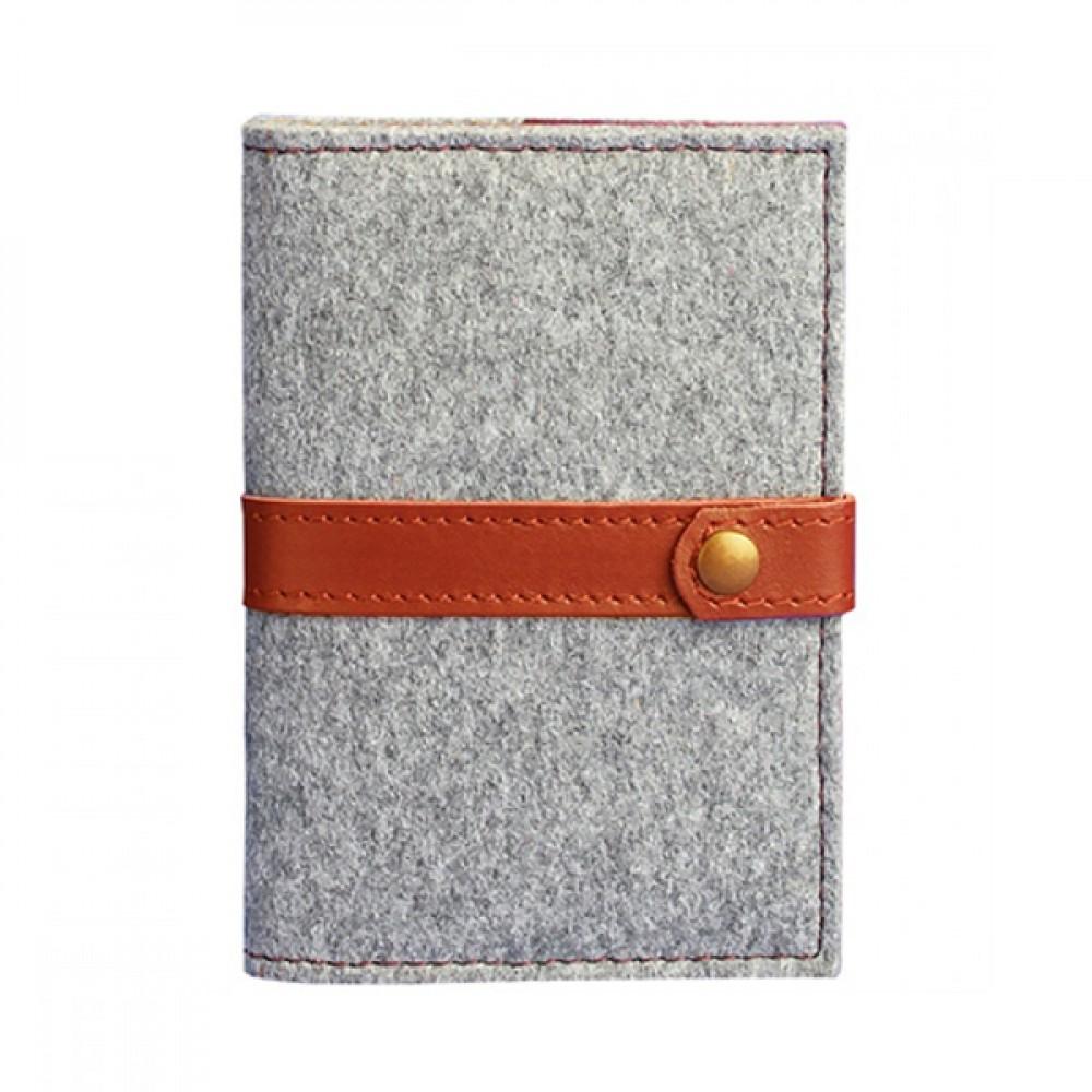 Обложка для паспорта на кнопке BlankNote 1.1 Фьорд Коньяк серый фетр + светло-коричневая кожа BN-OP-1-1-felt-k